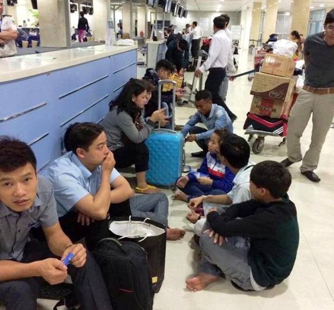 Hàng trăm hành khách gây náo loạn tại sân bay Tân Sơn Nhất - Ảnh 2