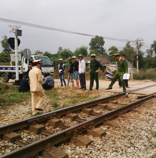 Cứu sống nạn nhân bị tàu hỏa đâm văng xa 30m  - Ảnh 1
