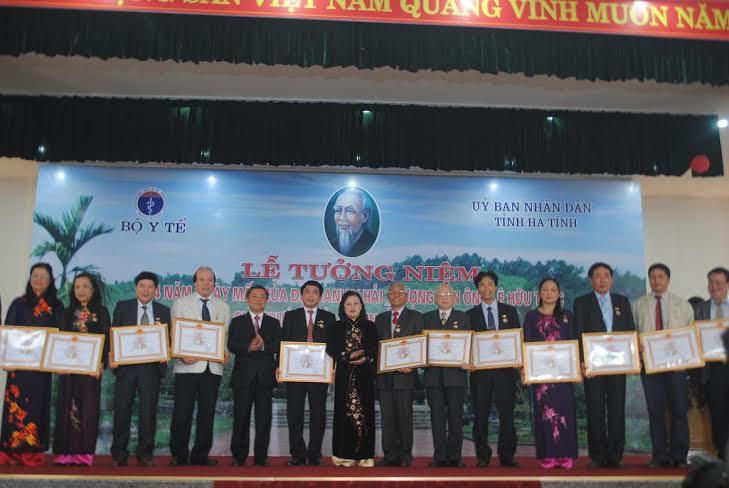 Bộ Y tế trao tặng 69 giải thưởng Hải Thượng Lãn Ông lần thứ 3 - Ảnh 2