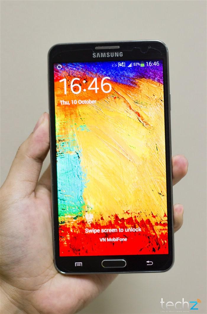 Galaxy Note 3 đọ vẻ đẹp cùng thiếu nữ - Ảnh 1