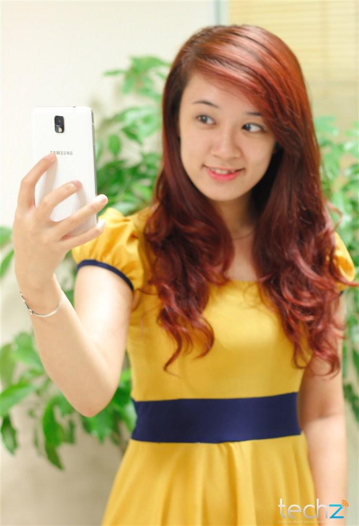 Galaxy Note 3 đọ vẻ đẹp cùng thiếu nữ - Ảnh 8