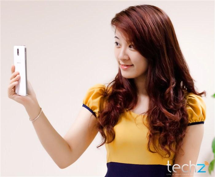 Galaxy Note 3 đọ vẻ đẹp cùng thiếu nữ - Ảnh 9