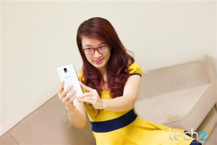 Galaxy Note 3 đọ vẻ đẹp cùng thiếu nữ - Ảnh 12