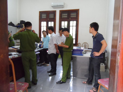 Xông vào trụ sở UBND, bắn 4 người trọng thương - Ảnh 1