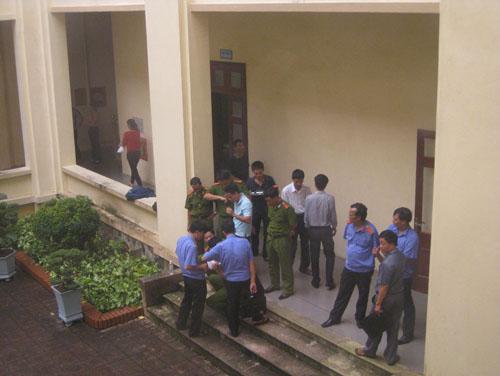 Xông vào trụ sở UBND, bắn 4 người trọng thương - Ảnh 2