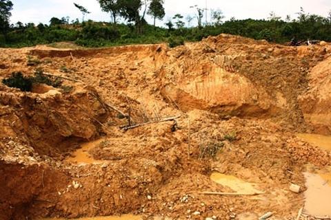 Sập hầm vàng, 2 người chết, 2 người bị thương - Ảnh 1