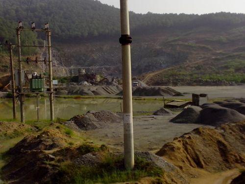 Mỏ đá ở Hà Tĩnh 'xẻ thịt' núi thiêng - Ảnh 2