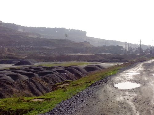 Mỏ đá ở Hà Tĩnh 'xẻ thịt' núi thiêng - Ảnh 4