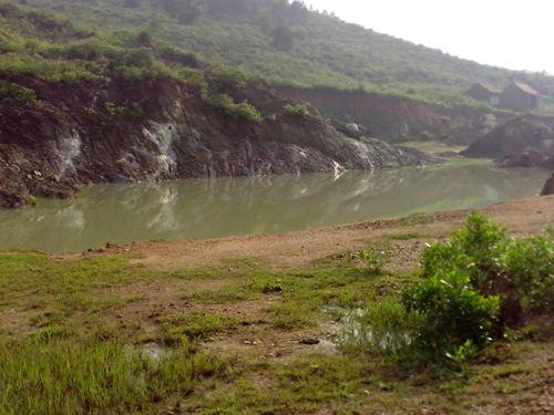 Mỏ đá ở Hà Tĩnh 'xẻ thịt' núi thiêng - Ảnh 10