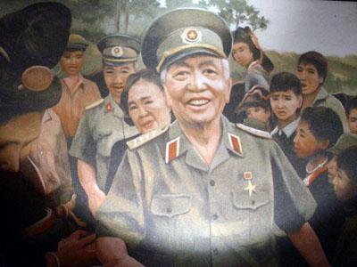 Đại tướng Võ Nguyên Giáp sống động trong tranh - Ảnh 6