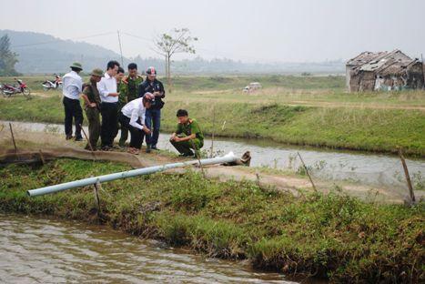 Vướng máy bơm rò điện, một phụ nữ chết bên đầm tôm - Ảnh 1