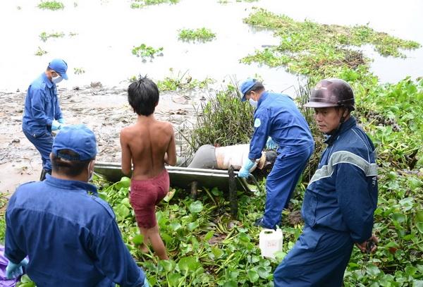 Phát hiện thi thể trôi sông đang trong giai đoạn phân hủy - Ảnh 1