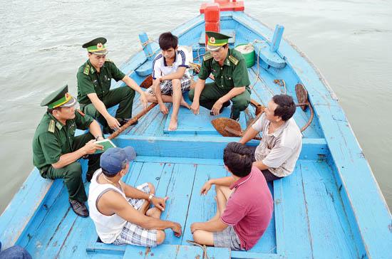 Quảng Ngãi: Tăng cường vận động nhân dân bảo vệ chủ quyển biển, đảo - Ảnh 1