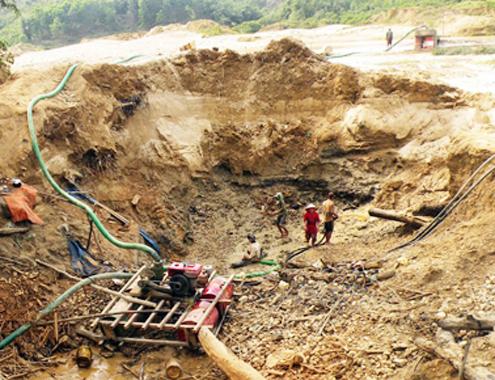 Sập hầm vàng, 3 người mất tích - Ảnh 1