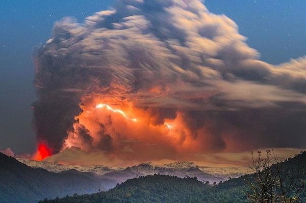 """Cảnh tượng ngoạn mục """"ngoài hành tinh"""" khi núi lửa phun trào - Ảnh 2"""