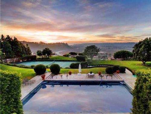 Cận cảnh những bể bơi đẹp như mơ của sao Hollywood - Ảnh 7