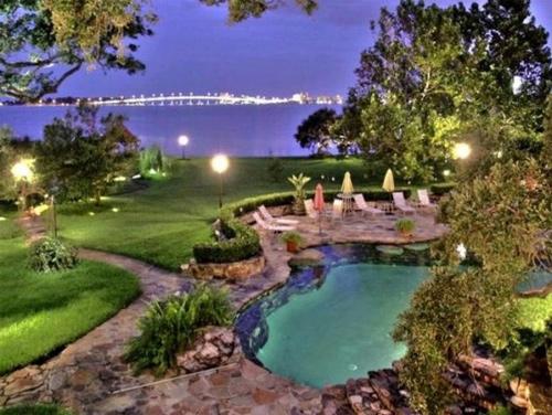 Cận cảnh những bể bơi đẹp như mơ của sao Hollywood - Ảnh 8