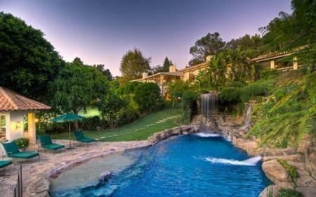 Cận cảnh những bể bơi đẹp như mơ của sao Hollywood - Ảnh 9