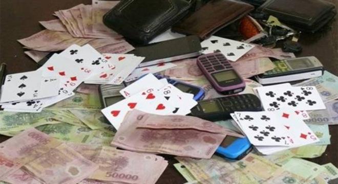 5 hiệu trưởng, giáo viên bị bắt khi đang đánh bạc - Ảnh 1