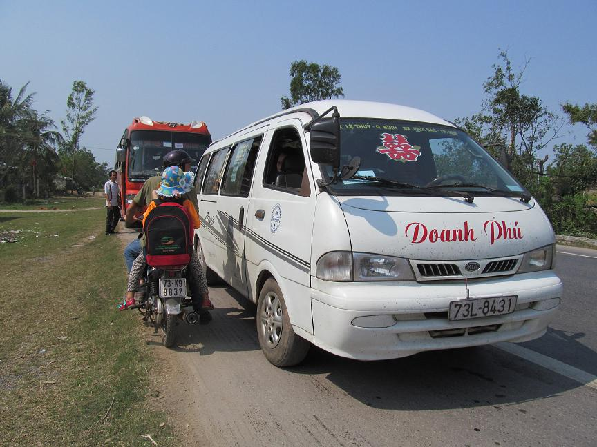 Quảng Bình: Tổng kiểm soát xe ô tô chở khách sau Tết - Ảnh 2