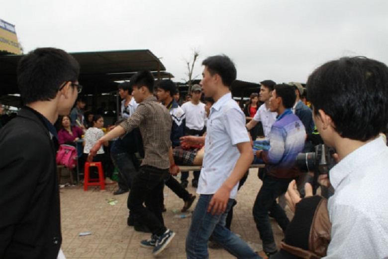 Đâm thủng cổ nạn nhân khi đi trẩy hội chùa Hương Tích - Ảnh 2