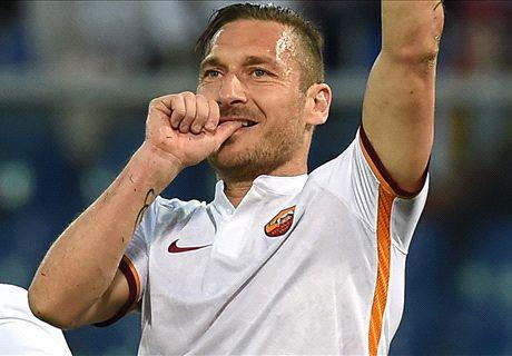 Totti lập siêu phẩm sút phạt, AS Roma rượt đuổi kịch tính với Genoa - Ảnh 1