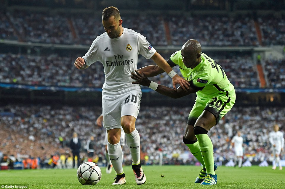 Real Madrid mất oan 1 quả penalty trong trận đấu với Man City - Ảnh 1