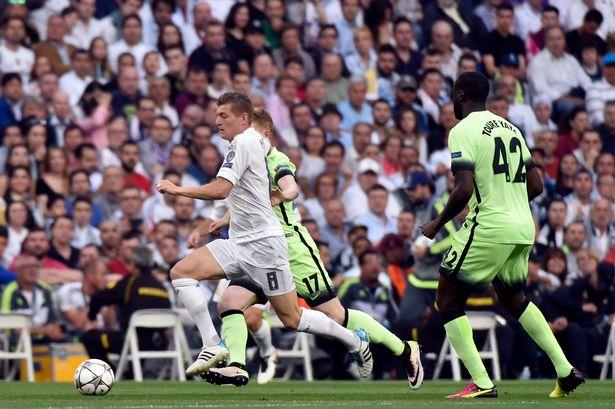 Màn trình diễn thảm họa của Yaya Toure trước Real Madrid - Ảnh 1