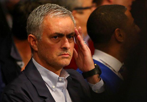 Vụ Mourinho về MU bất ngờ gặp khó vì 5 triệu bảng - Ảnh 1