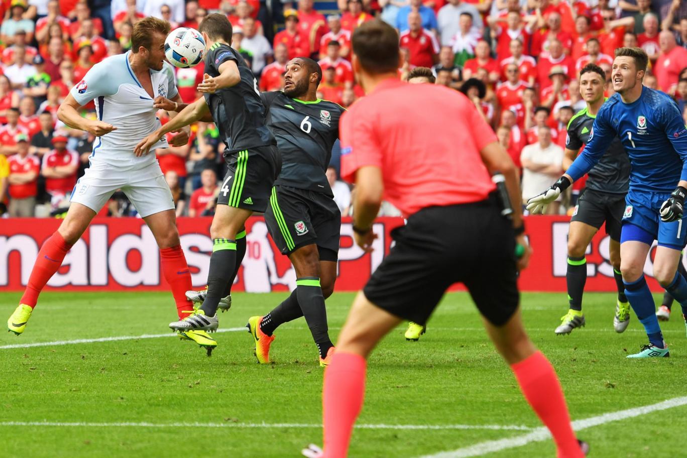Đội tuyển Anh bị trọng tài cướp mất 2 quả penalty - Ảnh 1
