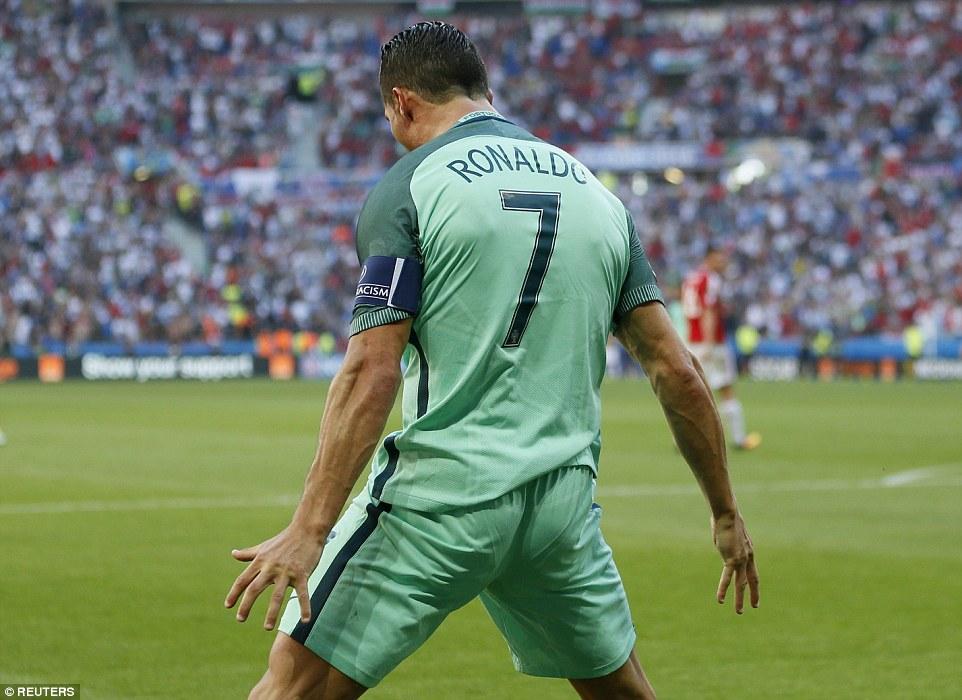 Ronaldo bùng nổ đưa Bồ Đào Nha vào vòng 1/8 - Ảnh 1