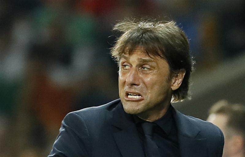 Conte nổi điên, sút bóng giữa trận Tây Ban Nha vs Italia - Ảnh 1