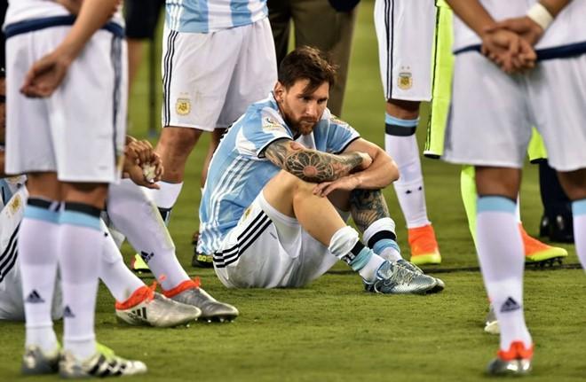 Tổng thống Argentina gọi điện khuyên Messi ở lại ĐTQG - Ảnh 1