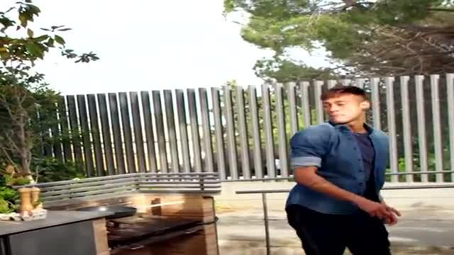 Neymar trổ tài rán trứng độc nhất vô nhị - Ảnh 1