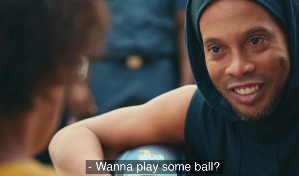 Ronaldinho chất lừ trong clip quảng bá Olympic Rio 2016 - Ảnh 1
