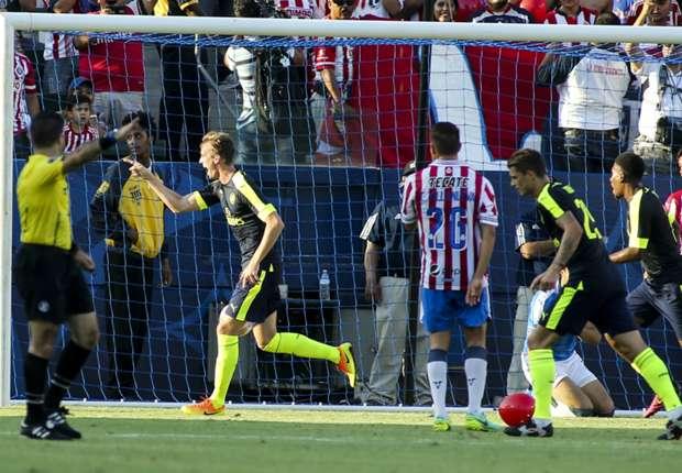 """Arsenal 3-1 Chivas Guadalajara: Sao trẻ """"khấy đảo"""" nước Mỹ - Ảnh 1"""