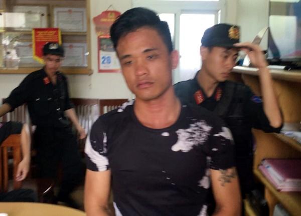 Quảng Ninh: Tạm giữ tài xế ô tô điên tông xe CSGT để bỏ chạy