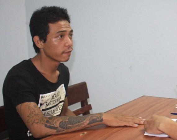Thanh niên xăm trổ đột nhập phòng trọ, dọa giết cô gái để cướp