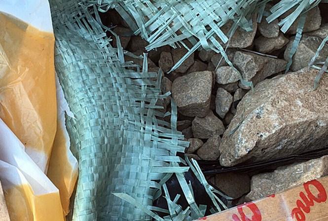 Bắt khẩn cấp đối tượng vận chuyển 50kg thuốc nổ bom bằng xe khách