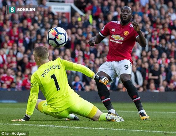"""""""Chân gỗ"""" lập siêu phẩm, Man United khiến đội bóng của Rooney ôm hận - Ảnh 1"""