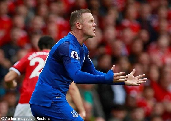 """""""Chân gỗ"""" lập siêu phẩm, Man United khiến đội bóng của Rooney ôm hận - Ảnh 2"""