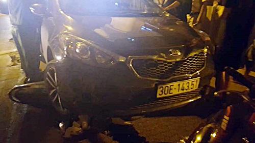 """Xe ô tô điên """"thông"""" chốt 141, gây tai nạn liên hoàn"""