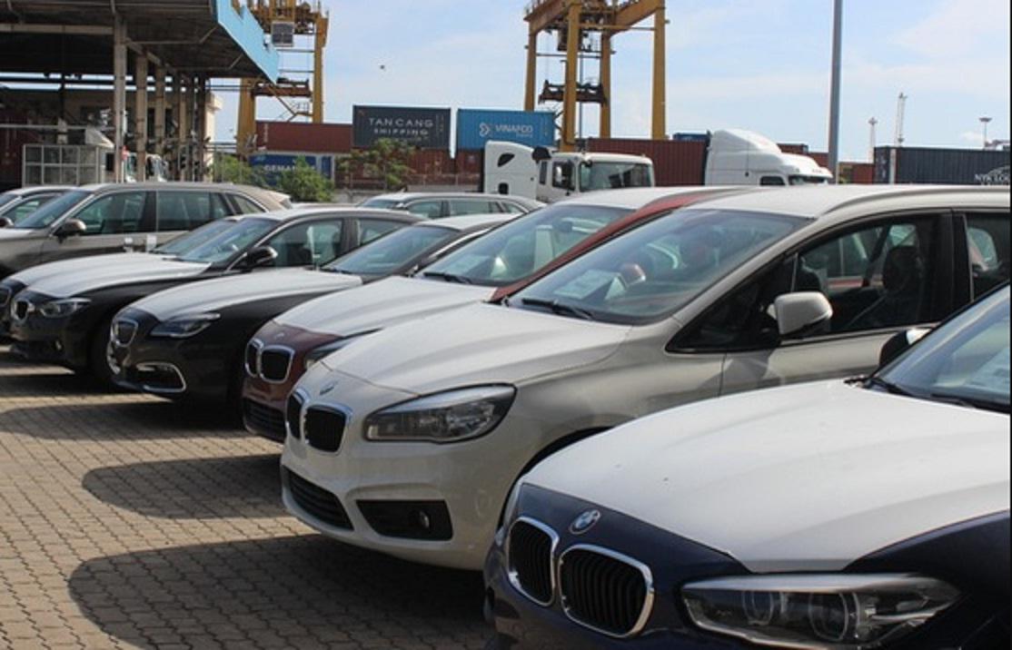"""Cận cảnh 700 xe sang của """"gã khổng lồ"""" BMW đang phủ bụi tại cảng - Ảnh 1"""