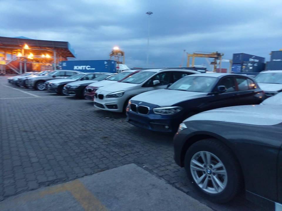 """Cận cảnh 700 xe sang của """"gã khổng lồ"""" BMW đang phủ bụi tại cảng - Ảnh 6"""