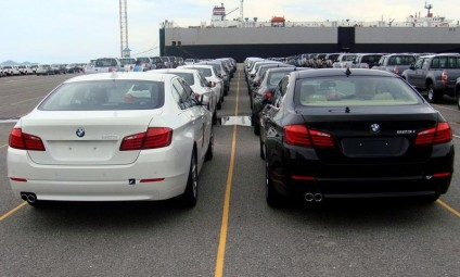"""Cận cảnh 700 xe sang của """"gã khổng lồ"""" BMW đang phủ bụi tại cảng - Ảnh 4"""