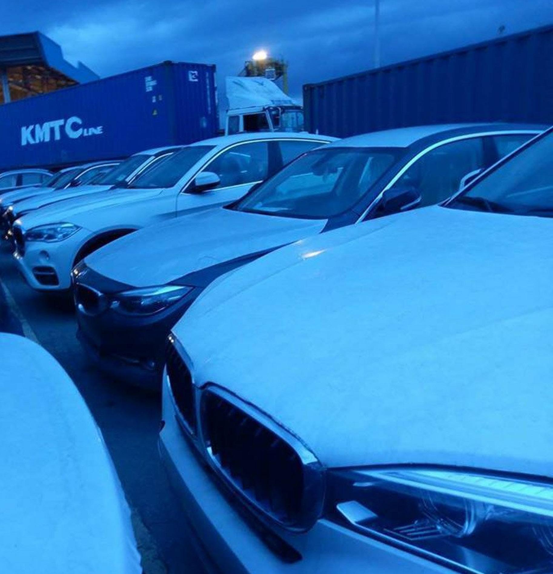 """Cận cảnh 700 xe sang của """"gã khổng lồ"""" BMW đang phủ bụi tại cảng - Ảnh 2"""