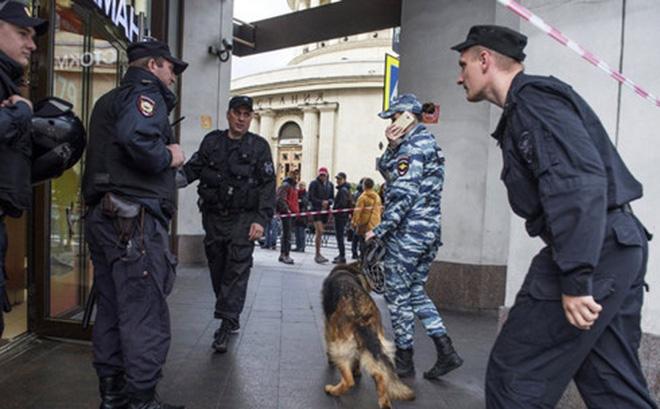 """Bí ẩn kẻ giấu mặt """"khủng bố điện thoại"""" hoang tin đánh bom ở Nga - Ảnh 1"""