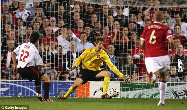 """Kẻ duy nhất khiến Messi-Ronaldo cúi đầu và cú đòn """"hủy diệt"""" 4 chiến binh Man United - Ảnh 2"""