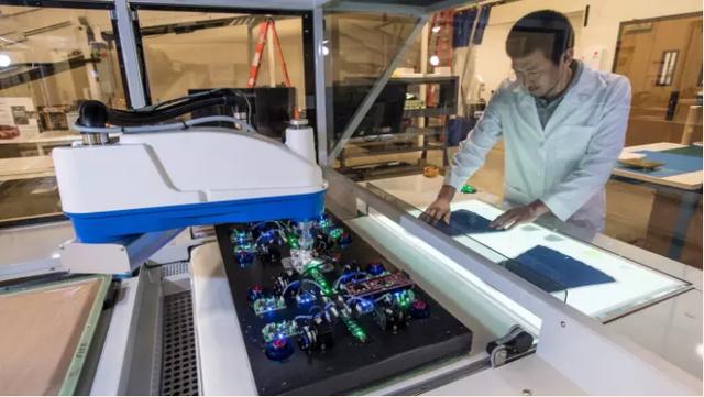 Robot ở nhà máy giày Nike và mối đe dọa treo trên đầu những lao động giá rẻ ở châu Á - Ảnh 1