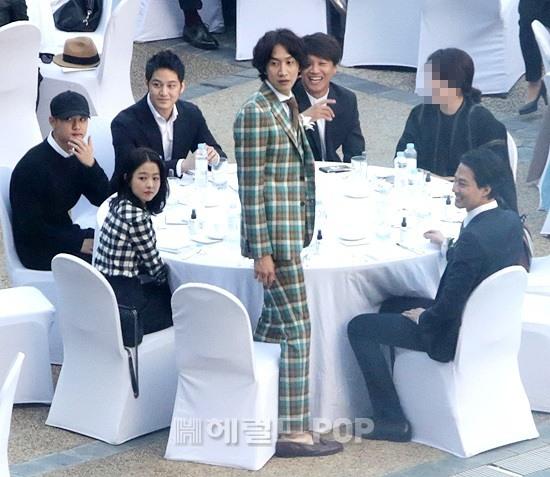 Đây là dàn khách mời siêu sao xứ Hàn dự đám cưới thế kỷ của Song Joong Ki và Song Hye Kyo? - Ảnh 10